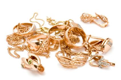 Urval av guldsmycken